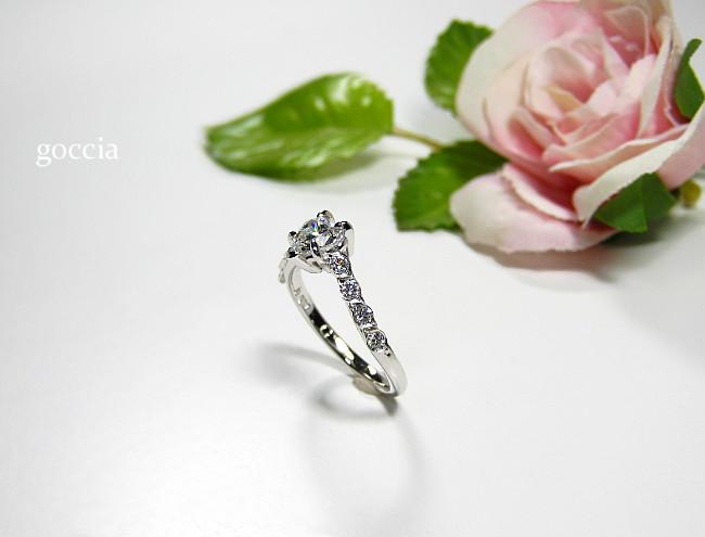 メレーも美しい婚約指輪です