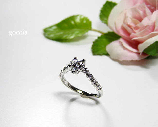 婚約指輪・ハートのダイヤ
